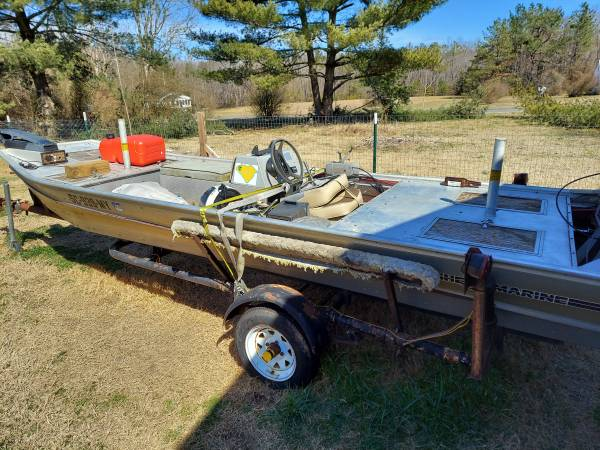 Photo 16 foot boat for sale needs work - $1,200 (Blackstone)