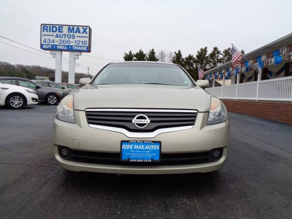 Photo 2009 Nissan Altima Great Condition Very Nice Car - $4790 (Lynchburg VA)