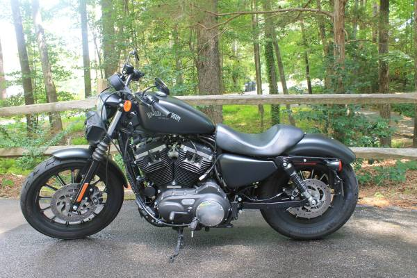Photo 2015 Harley Davidson Iron 883 (2700 miles) - $7,000 (Quinton, VA)