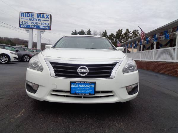 Photo 2015 Nissan Altima Very Low Miles Great Condition Clean Title - $7995 (Lynchburg VA)