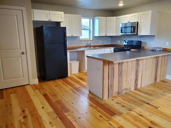 Photo 3 bedroom, 4 bathtownhouseOver 2300 sq ft..Central AC (1433 Tunbridge Rd(Lynchburg, VA ))