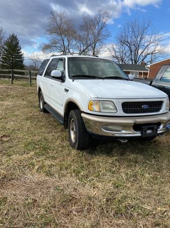Photo 97 Ford Expedition - $1,000 (Forest)