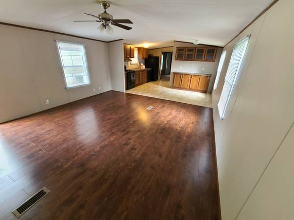 Photo AMAZING PRICE 2 Bed2 Bath Home for Sale (The Oaks at Timberlake)