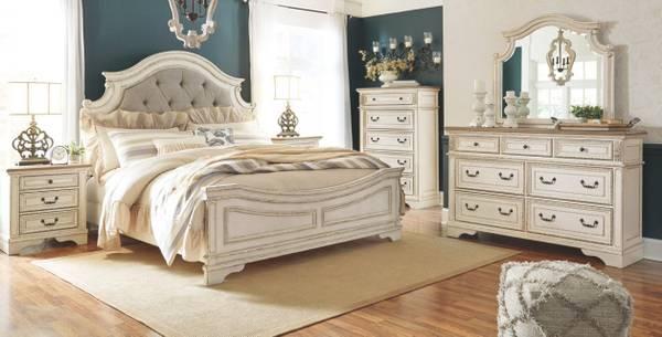 Photo Bedroom in European antique...White Queen... - $2,725 (Lynchburg,Virginia)