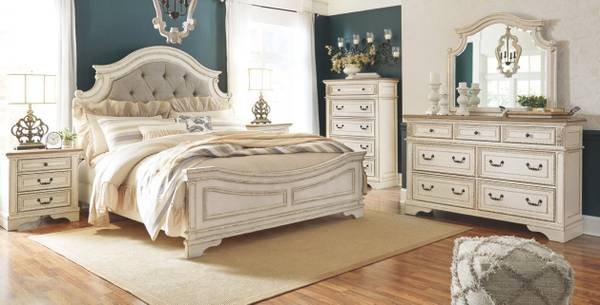 Photo Bedroom in European antique White Queen - $2,725 (Lynchburg,Virginia)