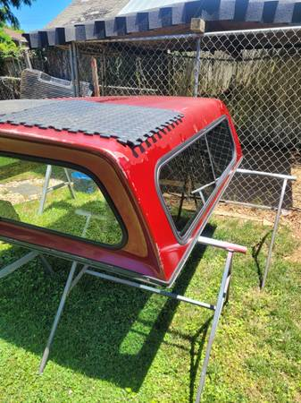 Photo CAMPER SHELL AND BED LINER - $60 (Lynchburg)