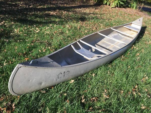Photo Grumman Aluminum Canoe 17 Foot Cer - $550 (Richmond)