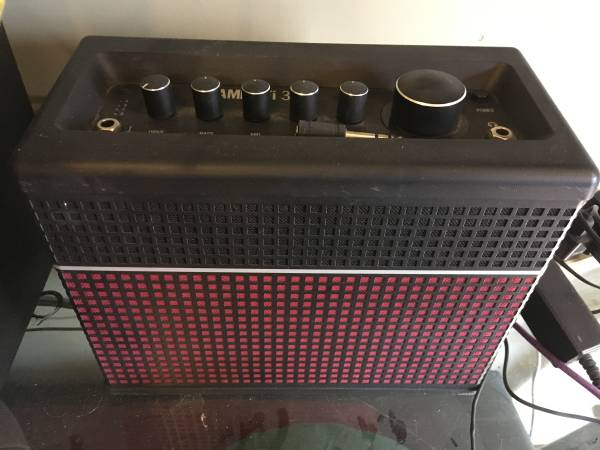 Photo Guitar Amp - Line 6 Amplifi 30 with Pedal - $350 (Forest)