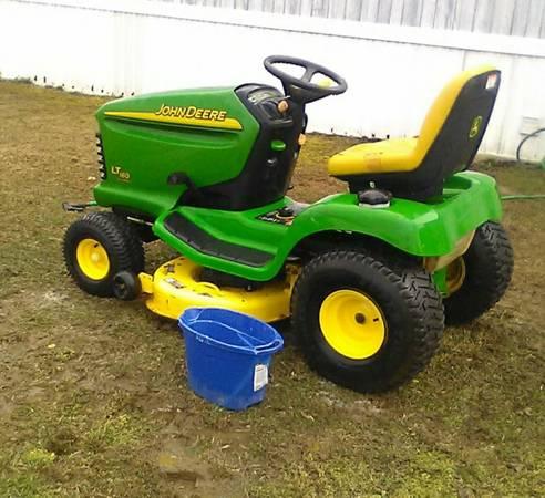 Photo John Deere Riding Lawn Mower LT 160 - $800 (Natural Bridge Station)