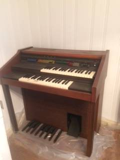 Photo Lowrey Symphonic Debut Electric Organ with Magic Genie (Rivermont)