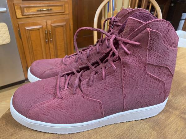 Photo Nike Jordan Westbrook 0.2 night maroon shoes - $60 (Lynchburg)