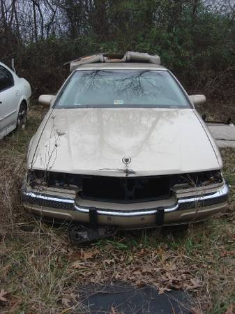 Photo Parting out 1994 Cadillac Deville, V8, gold - $10 (Goode, VA)