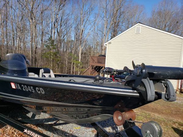 Photo Stratos 285 Pro XL bass boat - $16,500 (MADISON HEIGHTS)