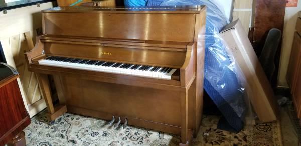 Photo Yamaha P22 Studio Upright Piano - $1,490 (concord)