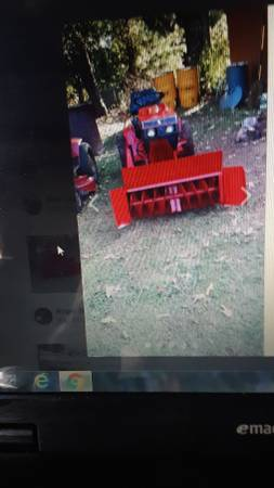 Photo . 1990 wheel horse tractor wsnow blower - $1000 (Bedford)