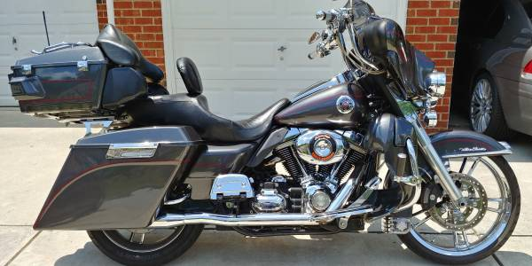 Photo 2007 Harley Davidson Electra Glide Screaming Eagle - $10,000 (Douglasville Ga)