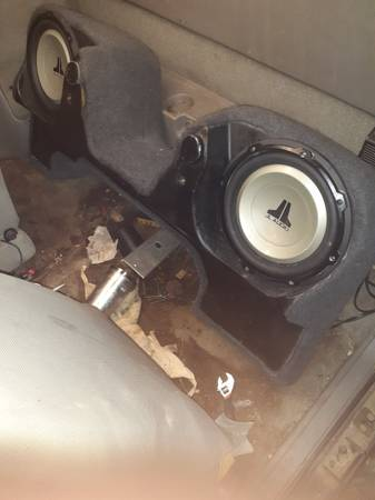 Photo 2 JL Audio 1039s and JL Audio 600 watt  - $350 (Byron)