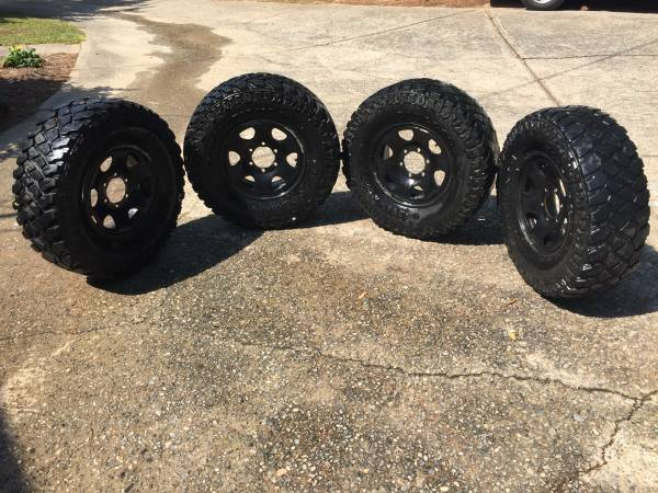 31x10.50x15 Toyota Tacoma Black 4x4 wheels and tires - $250 (Eatonton)