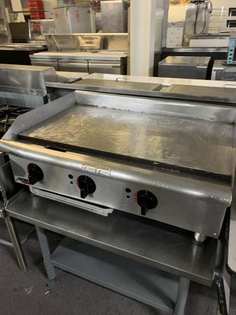 Photo 36 inch gas flat grill for sale - $800 (mableton)