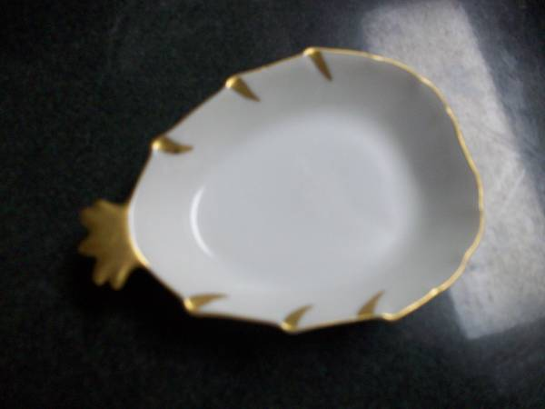Photo 4 Stacking crown white porcelain hand painted in gold trim in 1964 - $20 (Atlanta)