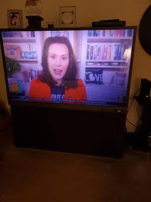 Photo 65 inch big screen box TV.. Mitsubishi (winder)