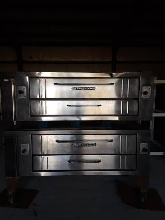 Photo Bakers Pride double stack pizza oven - $3000