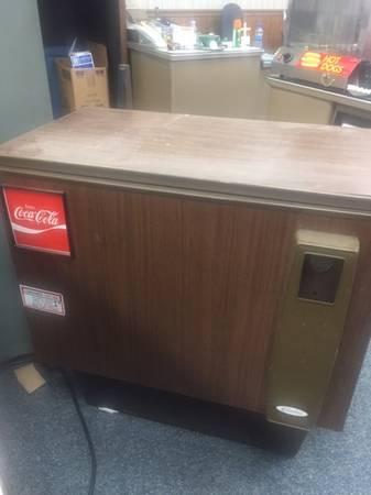 Photo Coca Cola cooler - $100 (Macon)
