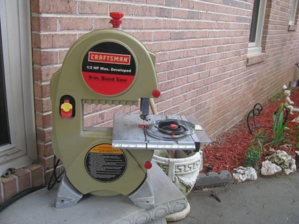 Photo Craftsman 9-Inch Bench Top Band Saw - $75 (Warner Robins)
