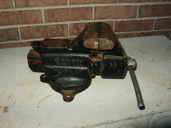 Photo Craftsman USA 3-12 In Bench Vise w Pipe Cl, Model 506-51801 - $50 (Warner Robins)