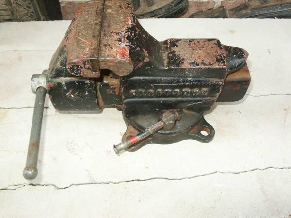 Photo Craftsman USA Made Swivel 3-12 In Bench Vise 506-51801 - $50 (Warner Robins)