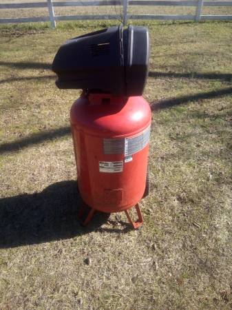 Photo Craftsman air compressor - $100 (Cochran)