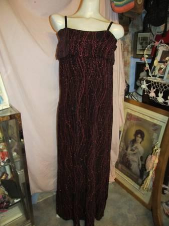 Photo Dress Size 12 New Ronnie Nicole Long Black Red Metallic Designs - $20 (macon)