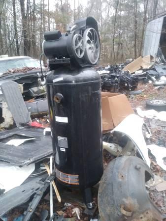 Photo Husky 60 gallon air compressor for parts or repair - $200 (Dalton Ga)