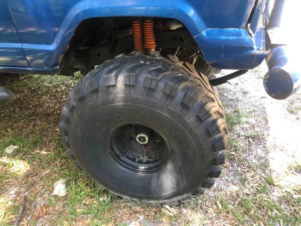 Photo Jeep Grand Wagoneer 1985 - $2,500 (Wellborn)