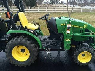 Photo John Deere LA105 High-end Lawn Tractor 19.5 hp, Twin Bagger - $1,000 ()