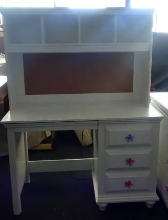 Photo NEW White Desk with Hutch - $378 (Warner Robins)