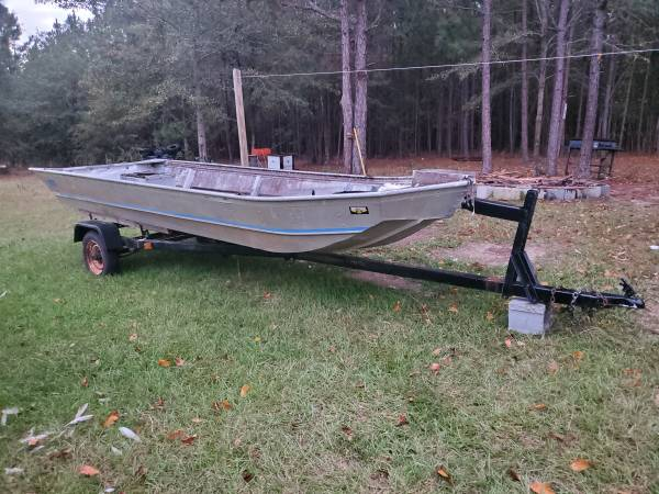 Photo Used john boat and trailer - $400 (County)