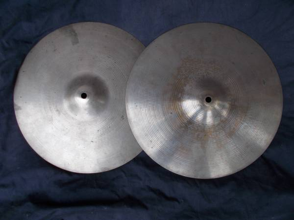 Photo Vintage 1972 Avedis Zildjian 14quot New Beat Hi-Hat cymbals  drum set - $135 (Forsyth)
