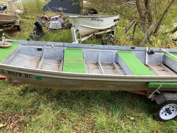 Photo 14 ft Jon boat and trailer - $500 (Belleville)