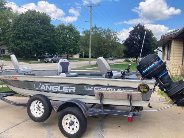 Photo 16 foot Crestliner fishing boat - $3,200 (Stoughton)