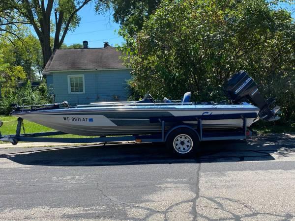 Photo 1981 Skeeter bass boat 175 - $4,500