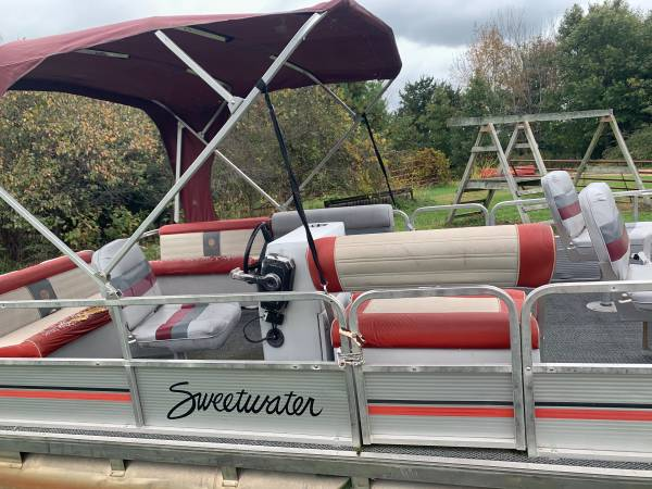 Photo 1987 Sweetwater 20 Pontoon Boat with 40 HP Johnson and Trailer - $3,000 (Dodgeville)