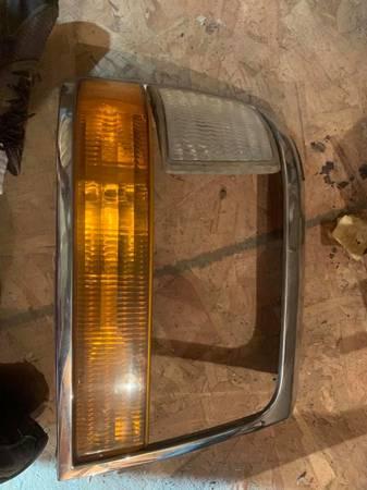 Photo 1992 1993 1994 1995 1996 F150 Ford Truck Bronco Head light trim benzel - $25 (Madison)