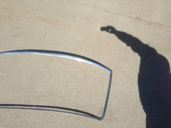 Photo 1992 1993 1994 1995 1996 F150 f250 F350 Bronco windshield trim - $75 (Madison)