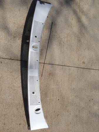 Photo 1992 1993 1994 1995 1996 F150 f250 f350 Bronco cowl windshield vent - $75 (Madison)