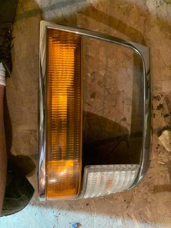 Photo 1992 1993 1994 1995 1996 ford F150 headl trim benzel drivers side L - $25 (Madison)