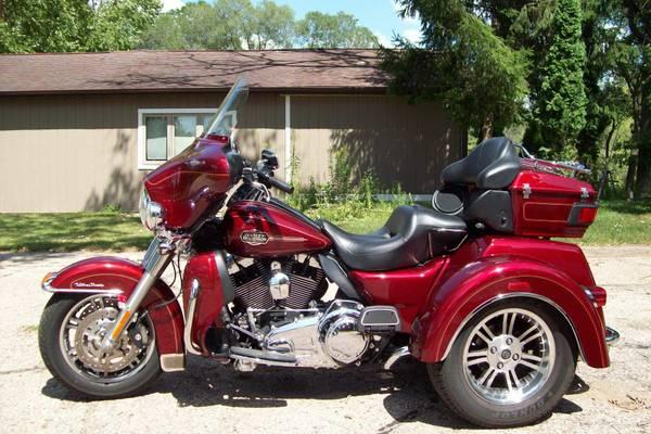 Photo 2010 Harley-Davidson FLHTCUTG-TriGlide Ultra Classic - $22,500 (Poynette, WI)
