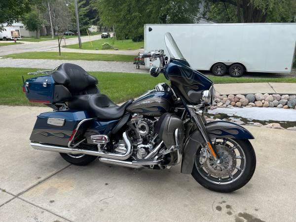 Photo 2010 Harley Davidson ultra classic 110 CVO - $16,495 (Watertown)