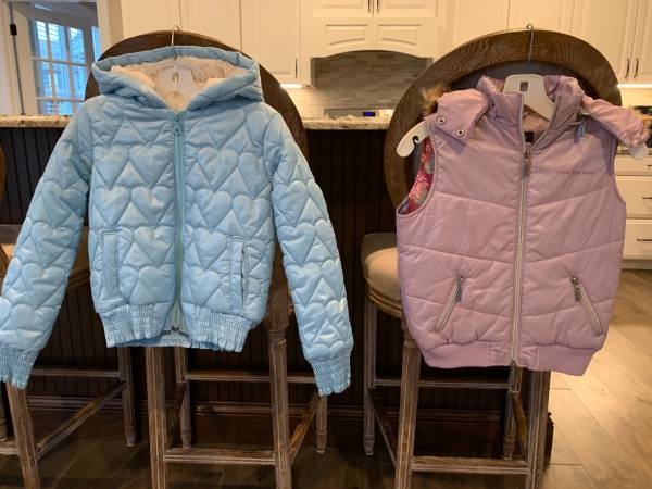 Photo 2 Girls (Medium) winter coats, like new - $20 (Oregon)