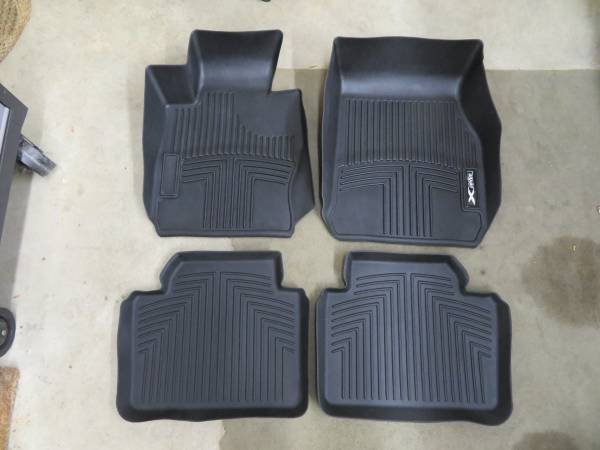 Photo BMW 3-Series x-Drive Winter Floor Mats-Set of 4-OEM, Front  Rear - $85 (Shorewood)